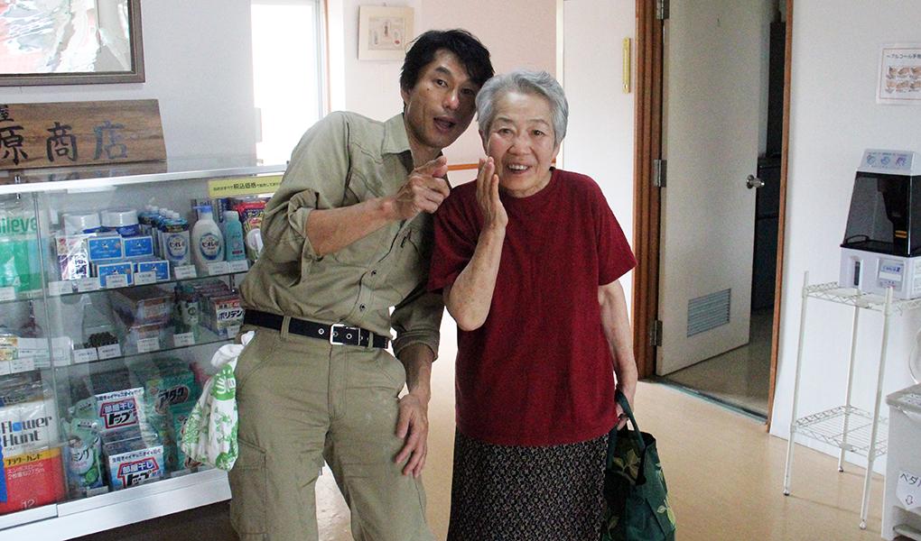 三島達也さんと入居の方。