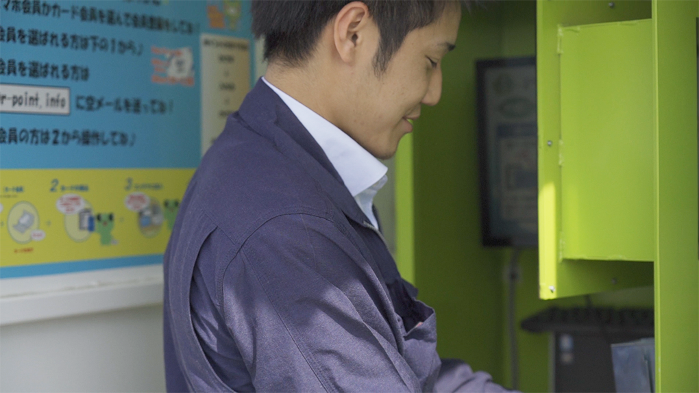 【鳥取×働く人 vol.26】有限会社大成商事/古紙ランド「福島 浩輔」さん古紙ランドの点検をするのも福島さんの仕事だ。にインタビュー