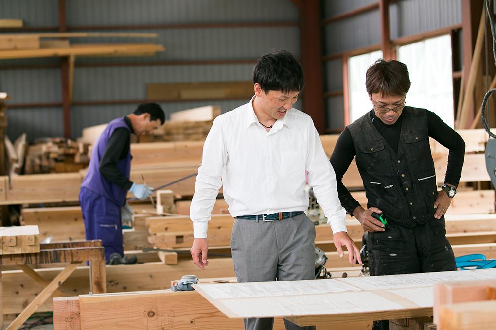 一級建築士、棟梁、大工などプロフェッショナルを多く抱える三沢建設。